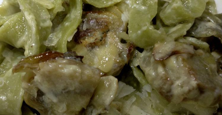 Tagliatelle verde con alcachofas
